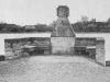 Przedwojenna fotografia - pomnik poległych podczas I wojny w Głubczynie nad jeziorem